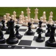 Capetan® Family Kültéri sakk készlet sakktáblával ,időjárásálló ABS műanyag 92x92cm vinyl sakktábla felület, hordfüles dobozban, 21 cm király sakkbábú méret