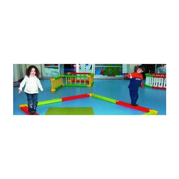 Roundy Groundy multifunkciós mozgáspark Négyzetes  mászóka (136x45 cm)